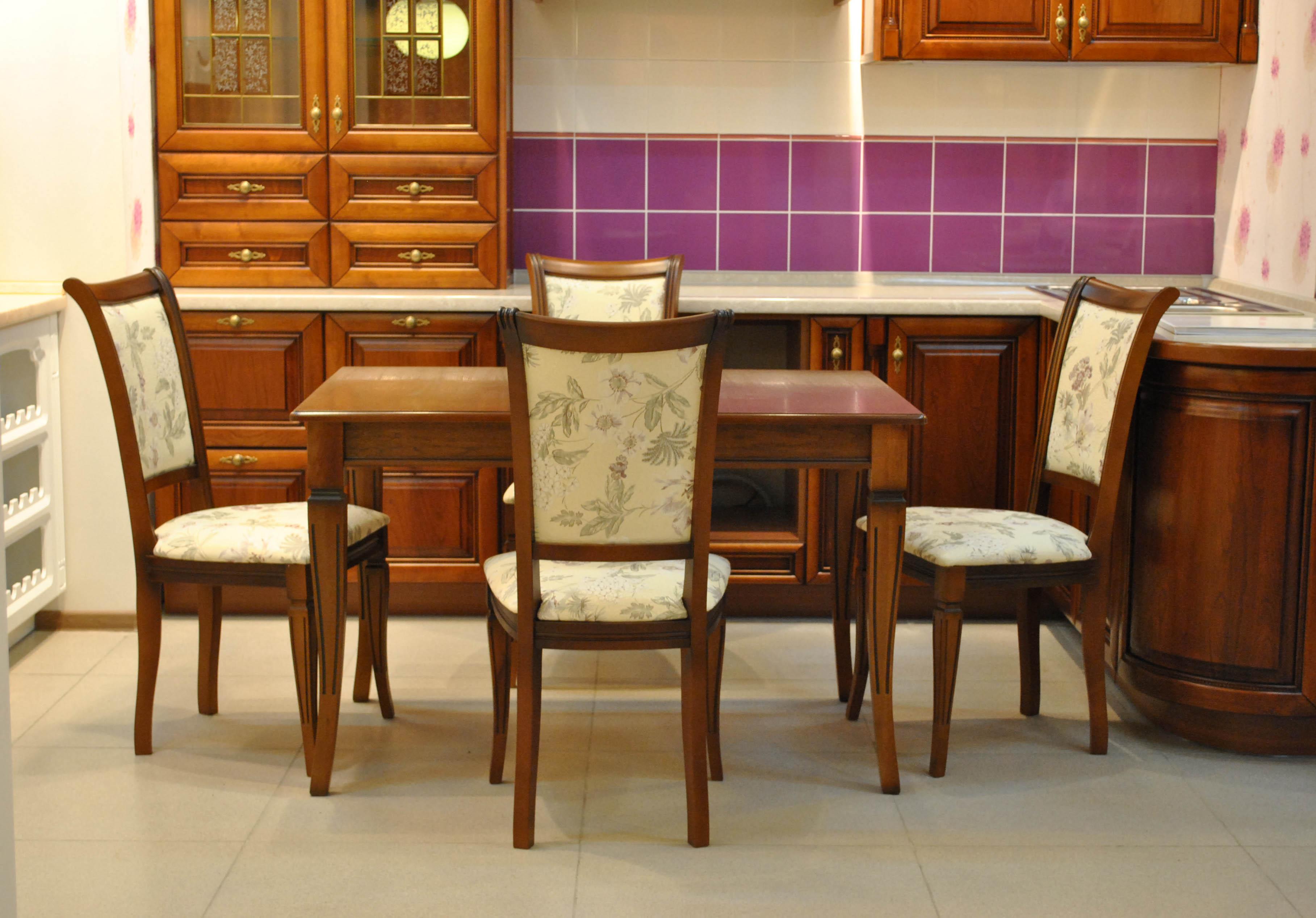 Деревянные стулья для кухни Москва.